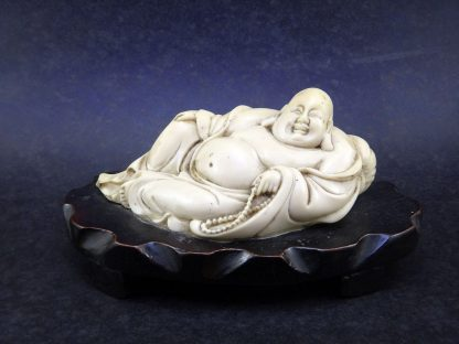 Buda De Marfim Oriental Deitado Sorrindo Sorte Prosperidade - Escultura