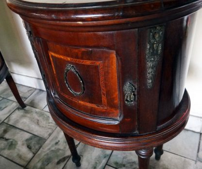 Criado Mudo Oval Antigo Em Madeira Década De 50/60 - Peniqueira