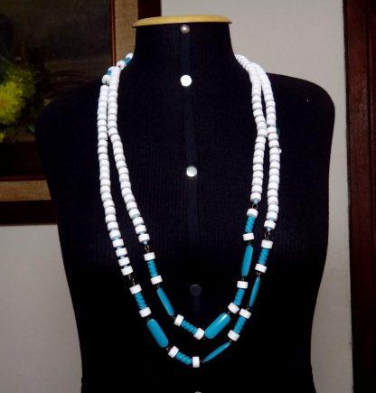 Bijoux, colar azul e branco, fashion Itália anos 70