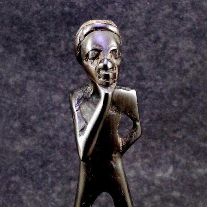 Estatueta Pensador, africana em madeira escura